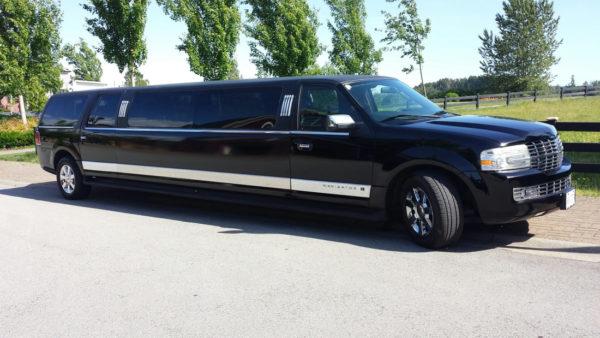 Black Lincoln Navigator 3