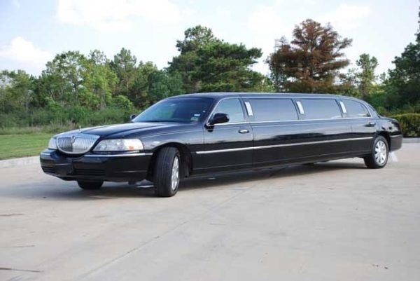 Black Lincoln Town Car Full Stretched Limo 3