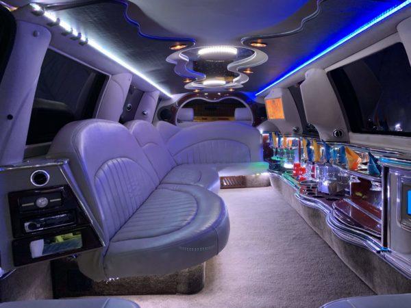 Black Lincoln Navigator 2